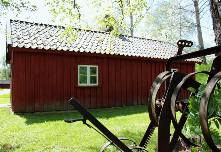 Smedja och brygghus från Hangelösa, står i Fornbyn