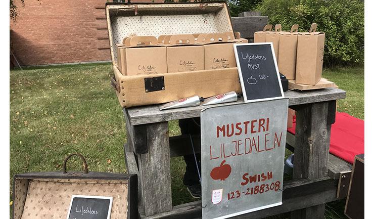 Äpplemust såldes i Fornbyn.